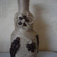 идея яркого декорирования бутылок шампанского шпагатом фото