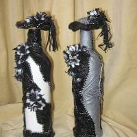 вариант красивого декорирования бутылок из кожи своими руками фото