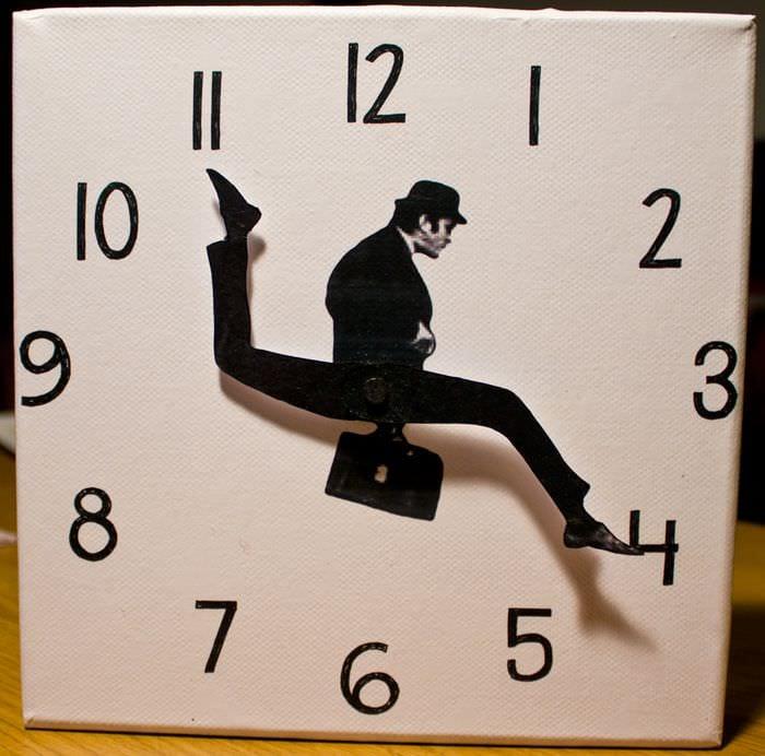 вариант яркого декора настенных часов своими руками