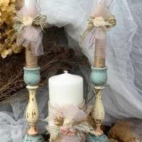 вариант светлого декорирования свечей своими руками фото