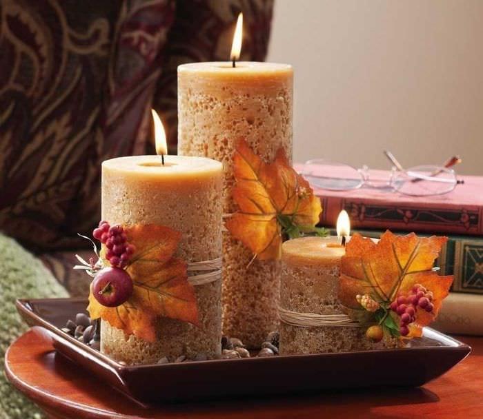 идея светлого декорирования свечей своими руками