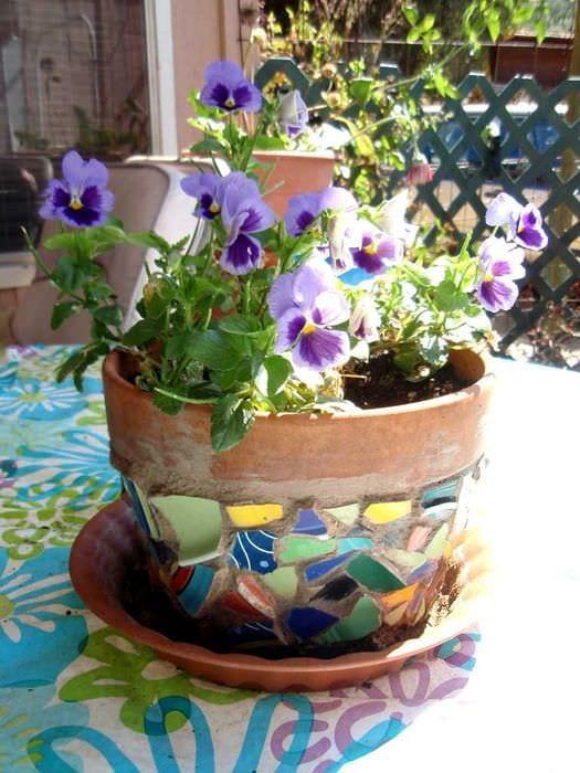 вариант красивого украшения цветочных горшков