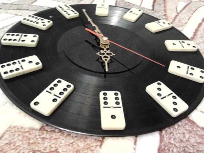 идея оригинального декора часов своими руками