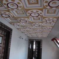 яркое украшение потолка дополнительном светом картинка