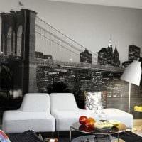 сочетание оригинальных обоев в интерьере гостиной фото