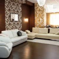 комбинирование красивых обоев в дизайне гостиной комнаты картинка