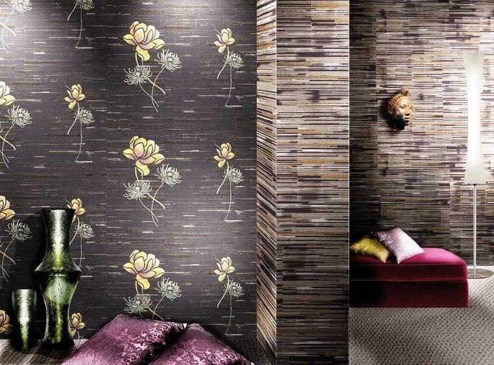 сочетание ярких обоев в дизайне гостиной