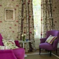 комбинирование ярких штор в дизайне комнате фото