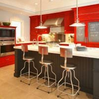 комбинирование светлых оттенков в дизайне кухни картинка