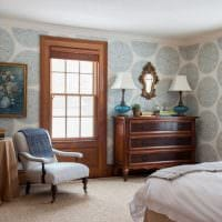 комбинирование красивых обоев в дизайне гостиной комнаты фото