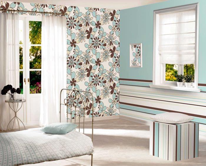 сочетание ярких штор в дизайне гостиной