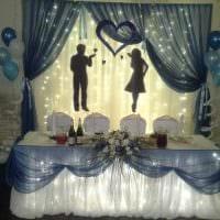 оригинальное декорирование свадебного зала цветами фото