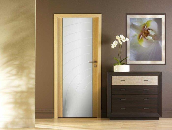 красивое украшение дверей подручными материалами