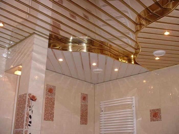 яркое декорирование потолка принтом