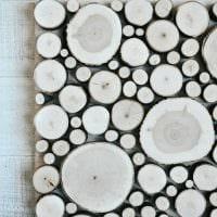 яркий дизайн квартиры со спилами дерева картинка
