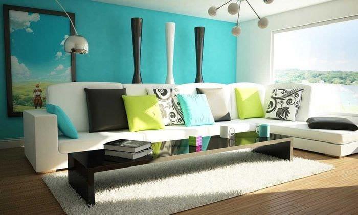 оригинальный интерьер гостиной в голубом цвете