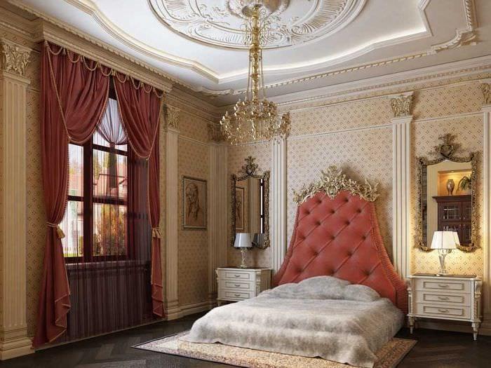 яркий интерьер гостиной в стиле ампир
