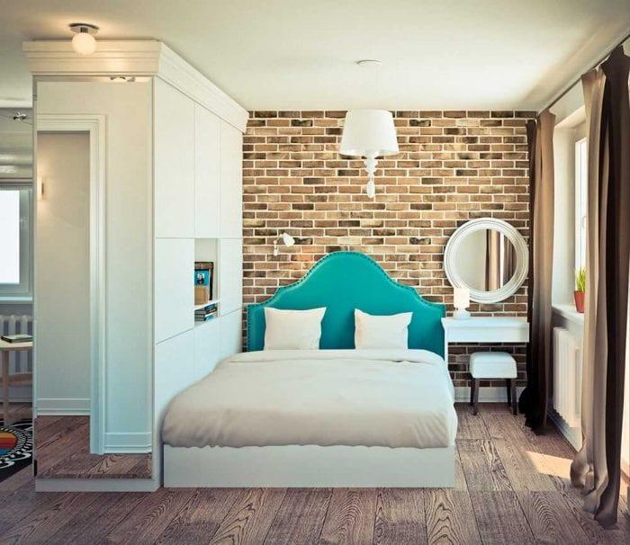 яркий интерьер спальни гостиной