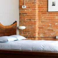 красивый декор комнаты со спилами дерева картинка