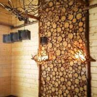 оригинальный стиль квартиры со спилами дерева фото