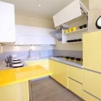 яркий дизайн гостиной в горчичном цвете картинка