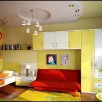 необычный интерьер квартиры в горчичном цвете фото