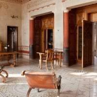 яркий интерьер комнаты в греческом стиле картинка