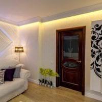 деревянные двери в декоре квартиры картинка
