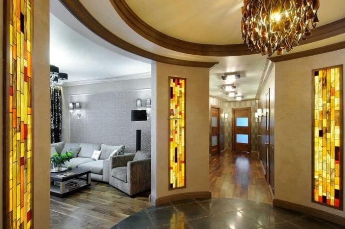 классический витраж в стиле квартиры