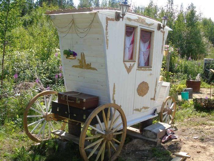 оригинальное создание декора загородного дома цветами