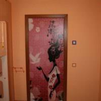 оригинальное оформление входных дверей своими руками картинка