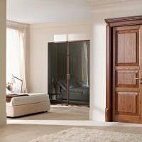 оригинальное украшение дверей подручными материалами картинка
