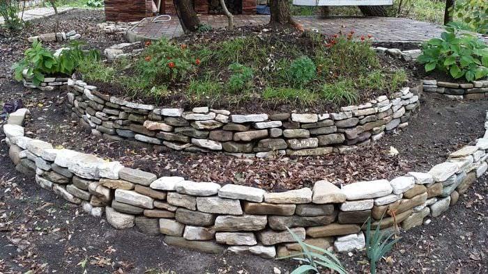 необычное создание декора загородного дома подручными средствами