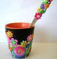 красивое украшение кружки цветами из полимерной глины своими руками фото