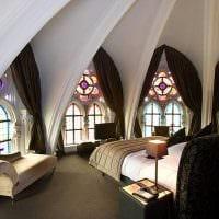 яркий интерьер спальни в готическом стиле фото