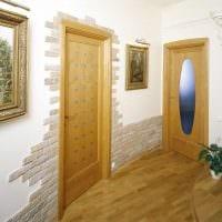 светлый гибкий камень в декоре квартиры картинка