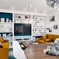 яркий стиль комнаты в горчичном цвете картинка