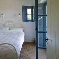 яркий интерьер гостиной в греческом стиле картинка