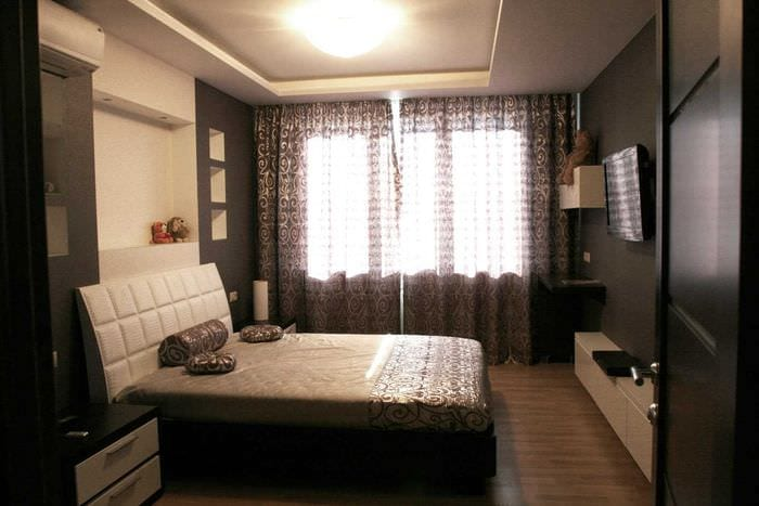 классический темный пол в декоре спальни