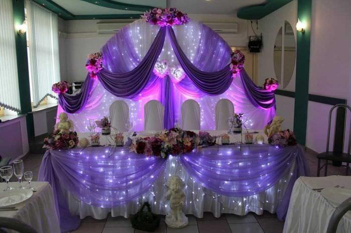 красивое украшение зала шариками
