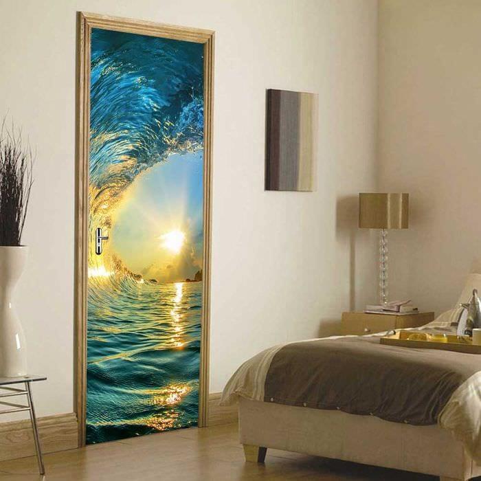 необычное украшение межкомнатных дверей подручными материалами