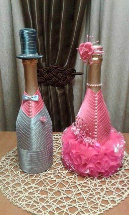 яркое оформление бутылок шампанского разноцветными ленточками