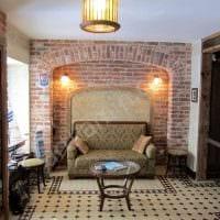 необычный интерьер квартиры со старыми досками фото