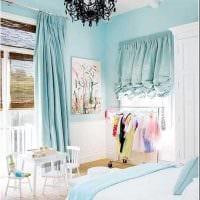 оригинальный интерьер гостиной в голубом цвете фото
