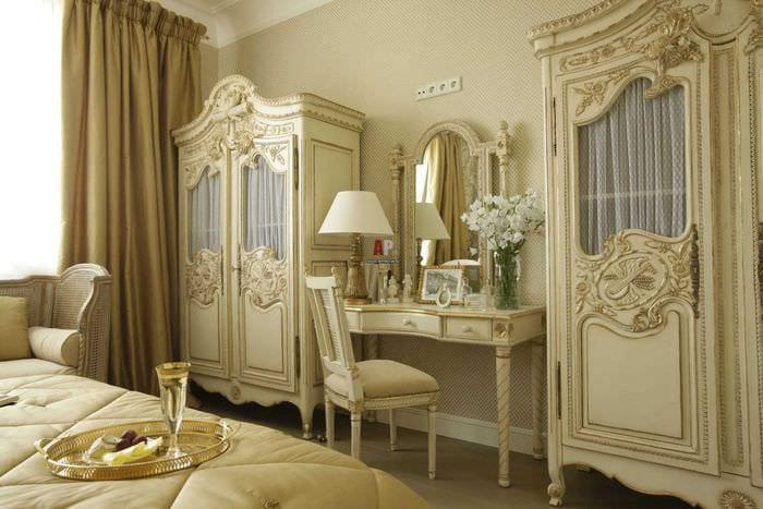 необычный интерьер спальни в стиле ампир