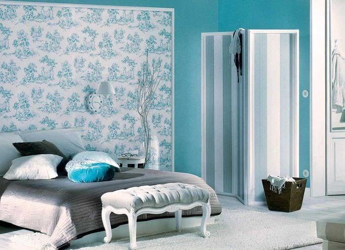 светлый интерьер комнаты в голубом цвете