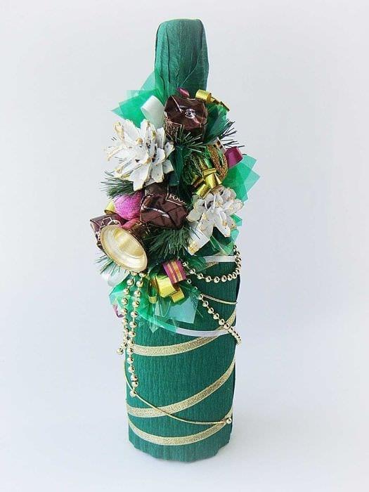 красивое оформление стеклянных бутылок разноцветными ленточками