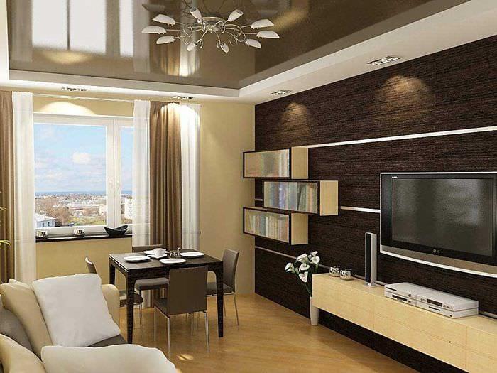 сочетание ярких обоев в декоре гостиной комнаты