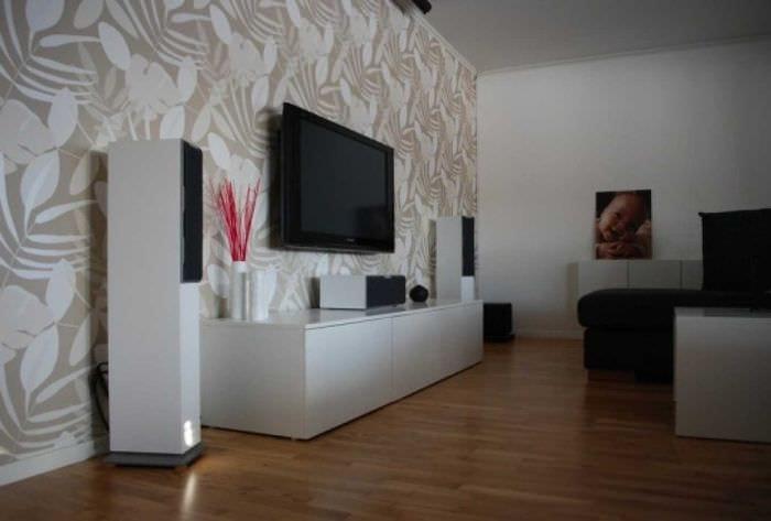 сочетание красивых обоев в интерьере гостиной