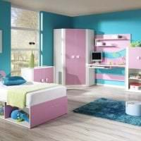 сочетание яркого розового в интерьере кухни с другими цветами картинка